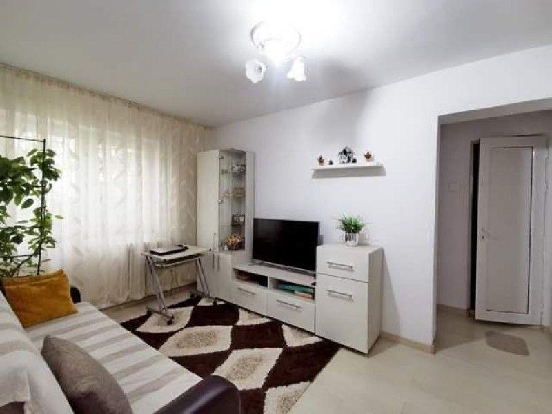 Apartament de vanzare, 2 camere Nedecomandat  Podu Ros -1