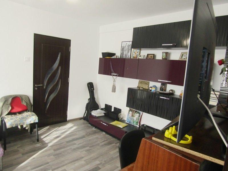 Apartament de vanzare, 2 camere Nedecomandat  Tudor Vladimirescu -5