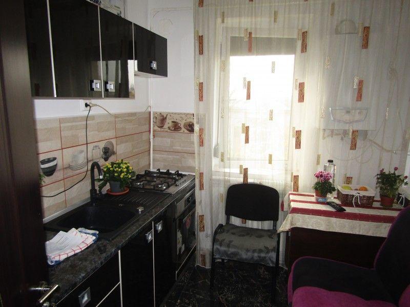 Apartament de vanzare, 2 camere Nedecomandat  Tudor Vladimirescu -7