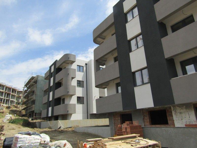Apartament de vanzare, 2 camere Semidecomandat  Bucium -1