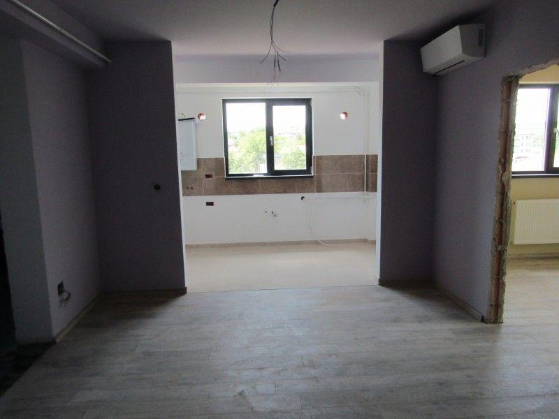Apartament de vanzare, 2 camere Semidecomandat  Bucium -3