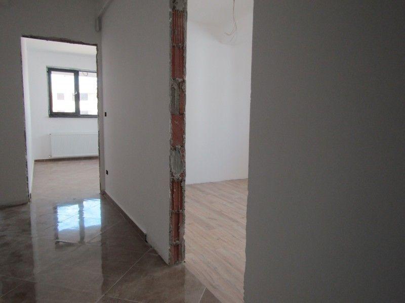 Apartament de vanzare, 2 camere Semidecomandat  Bucium -7