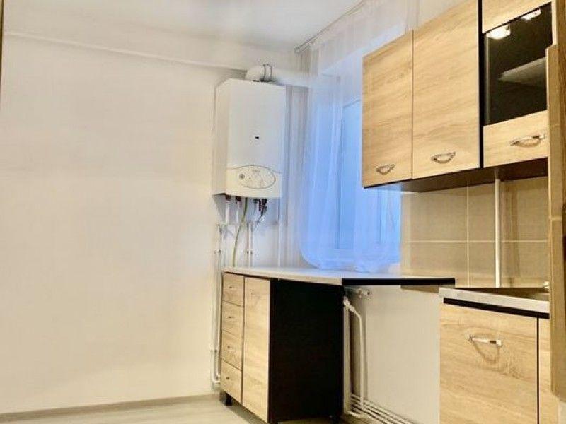 Apartament de vanzare, 2 camere Semidecomandat  Centru -2
