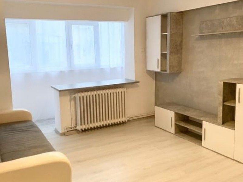Apartament de vanzare, 2 camere Semidecomandat  Centru -3