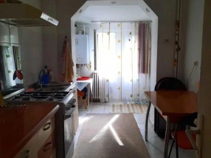 Apartament de vanzare, 2 camere Semidecomandat  Podu Ros -6