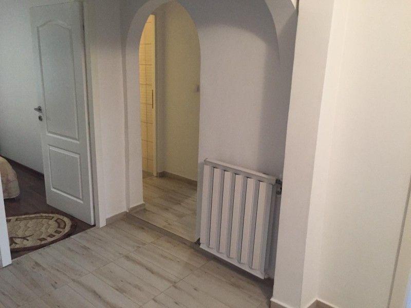 Apartament de vanzare, 3 camere Decomandat  CUG -1