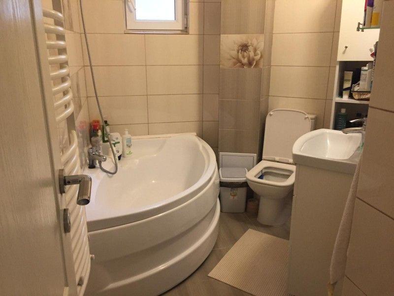 Apartament de vanzare, 3 camere Decomandat  CUG -5