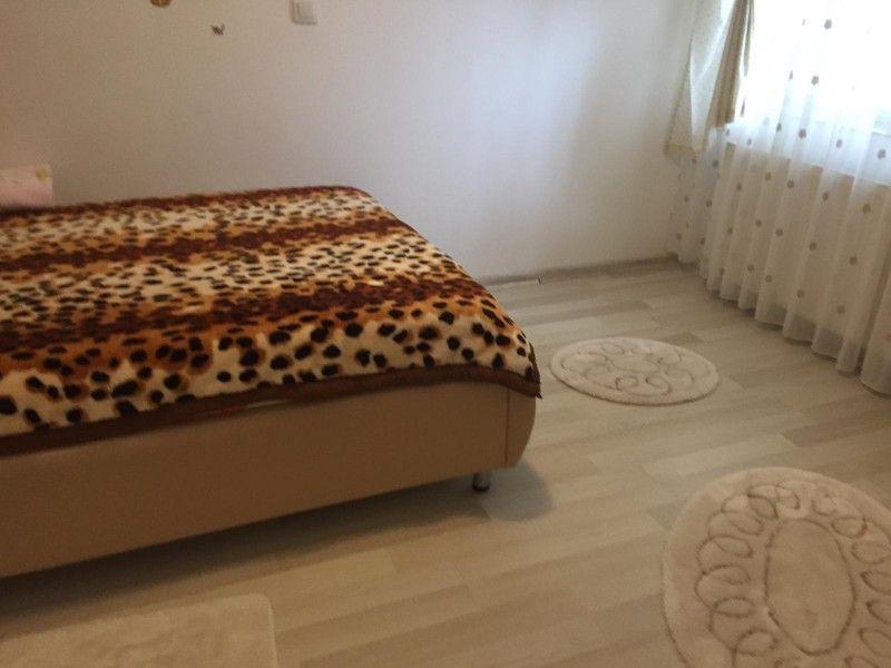 Apartament de vanzare, 3 camere Decomandat  CUG -6