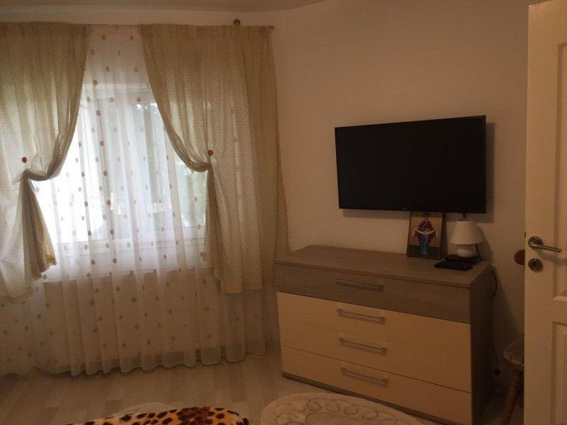 Apartament de vanzare, 3 camere Decomandat  CUG -7