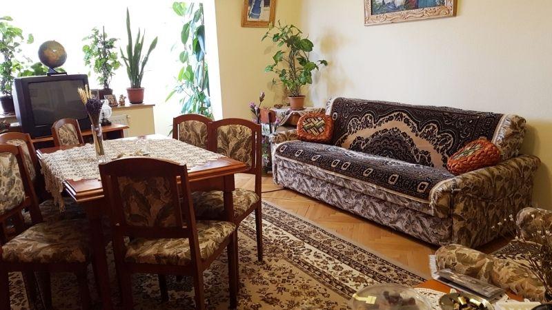 Apartament de vanzare 3 camere decomandat etaj 2 zona Lunei-1
