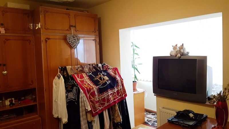 Apartament de vanzare 3 camere decomandat etaj 2 zona Lunei-10