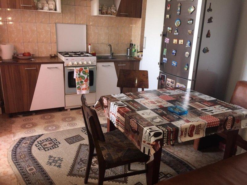 Apartament de vanzare, 3 camere Decomandat  Frumoasa -2