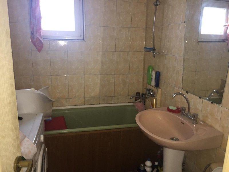 Apartament de vanzare, 3 camere Decomandat  Frumoasa -10