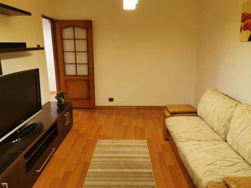 Apartament de vanzare, 3 camere Decomandat  Galata -1
