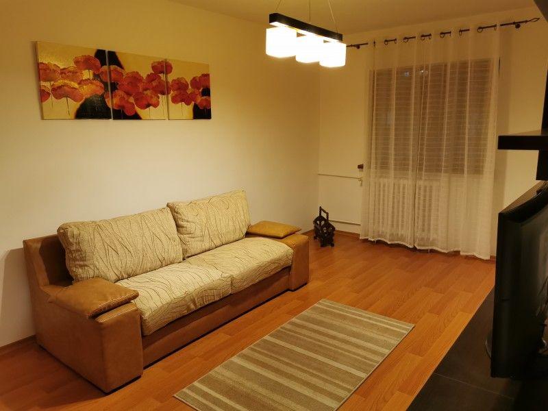 Apartament de vanzare, 3 camere Decomandat  Galata -2