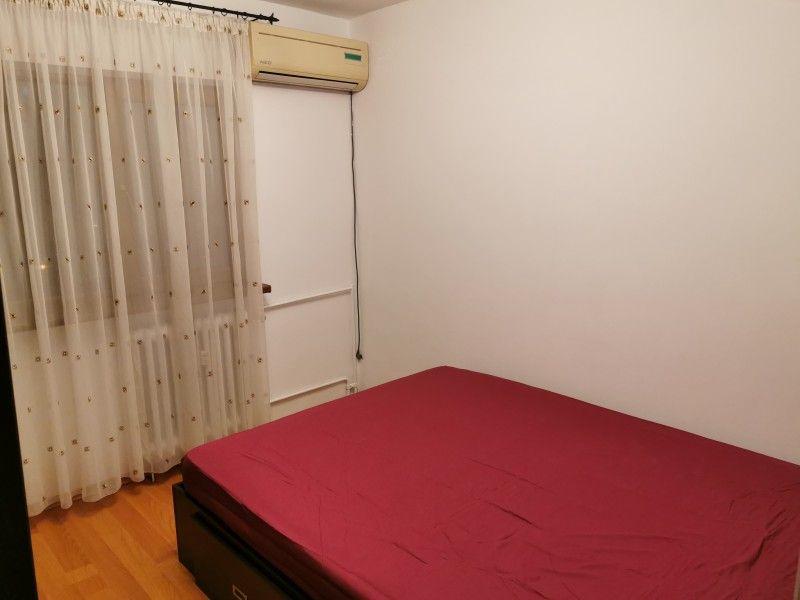 Apartament de vanzare, 3 camere Decomandat  Galata -3