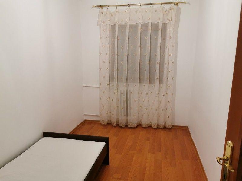 Apartament de vanzare, 3 camere Decomandat  Galata -4