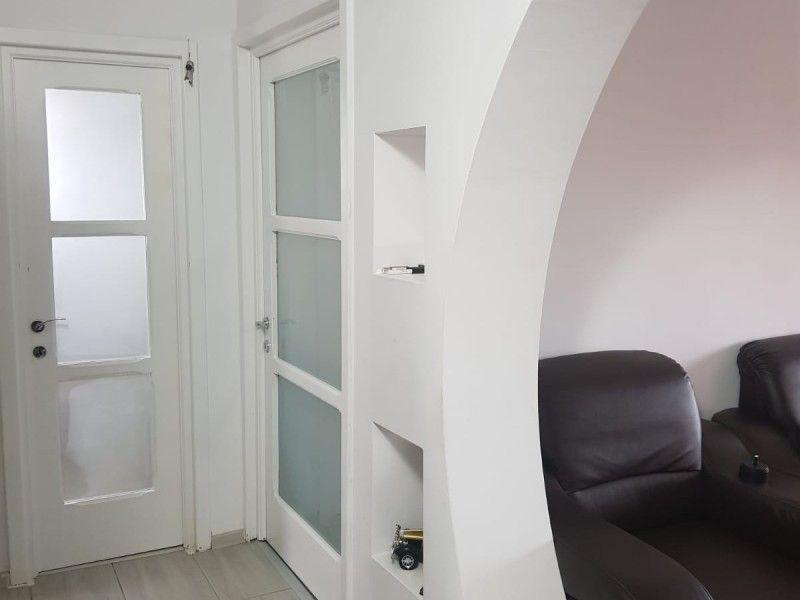 Apartament de vanzare, 3 camere Decomandat  Nicolina -2