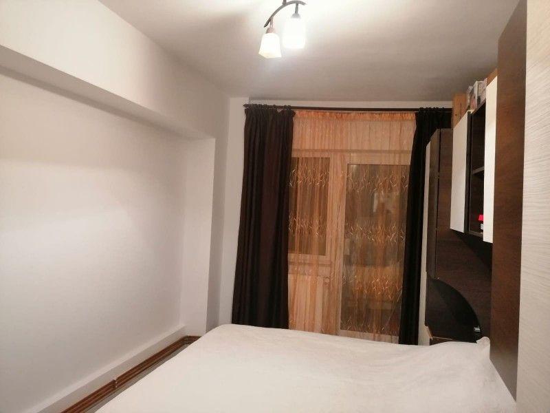 Apartament de vanzare, 3 camere Decomandat  Nicolina -7