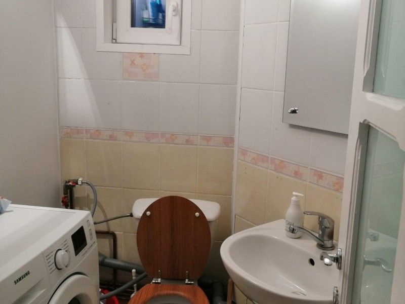 Apartament de vanzare, 3 camere Decomandat  Nicolina -10