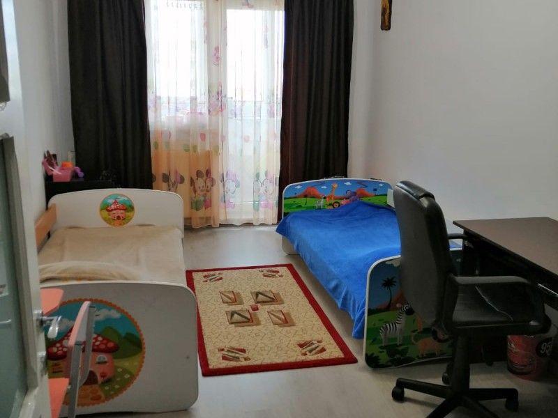 Apartament de vanzare, 3 camere Decomandat  Nicolina -11