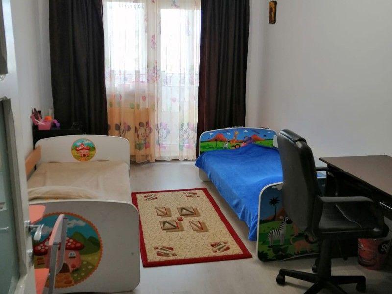 Apartament de vanzare, 3 camere Decomandat  Nicolina -13