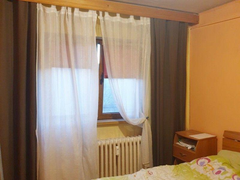 Apartament de vanzare, 3 camere Decomandat  Nicolina -3