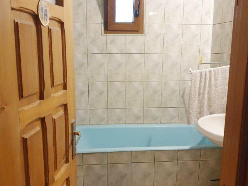 Apartament de vanzare, 3 camere Decomandat  Nicolina -4
