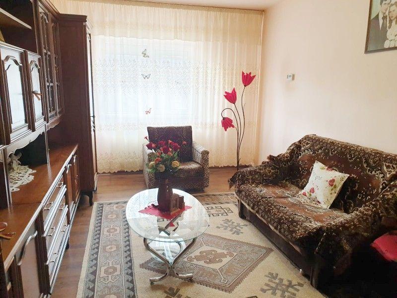 Apartament de vanzare, 3 camere Decomandat  Nicolina -5