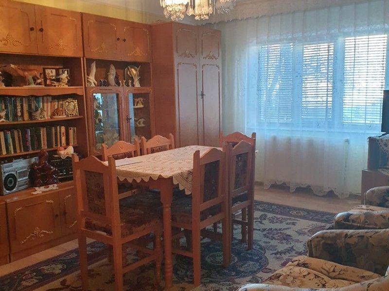 Apartament de vanzare, 3 camere Decomandat  Nicolina -12