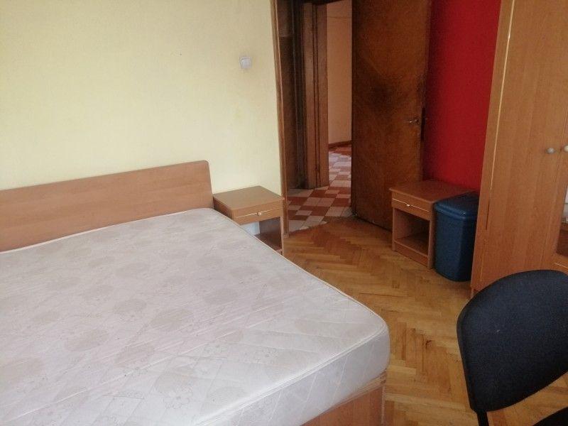 Apartament de vanzare, 3 camere Decomandat  Podu Ros -4