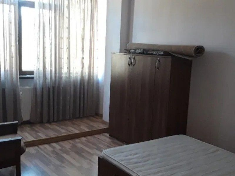 Apartament de vanzare, 3 camere   Podu Ros -2