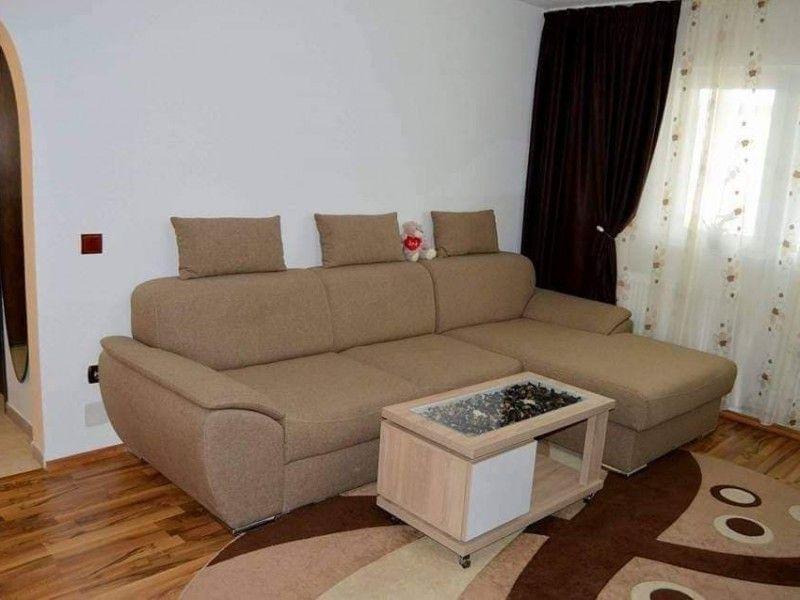 Apartament de vanzare, 3 camere Semidecomandat  Baza 3 -1