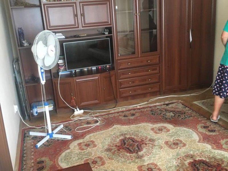 Apartament de vanzare, 3 camere Semidecomandat  Podu Ros -1
