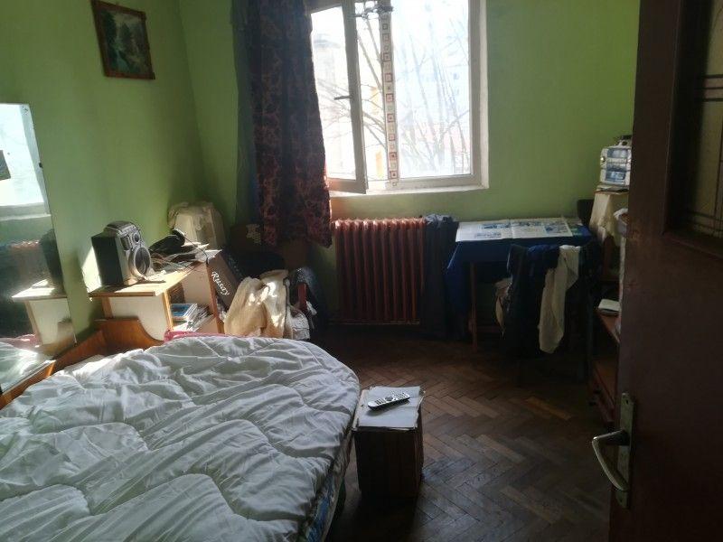 Apartament de vanzare, 3 camere Semidecomandat  Tatarasi -1
