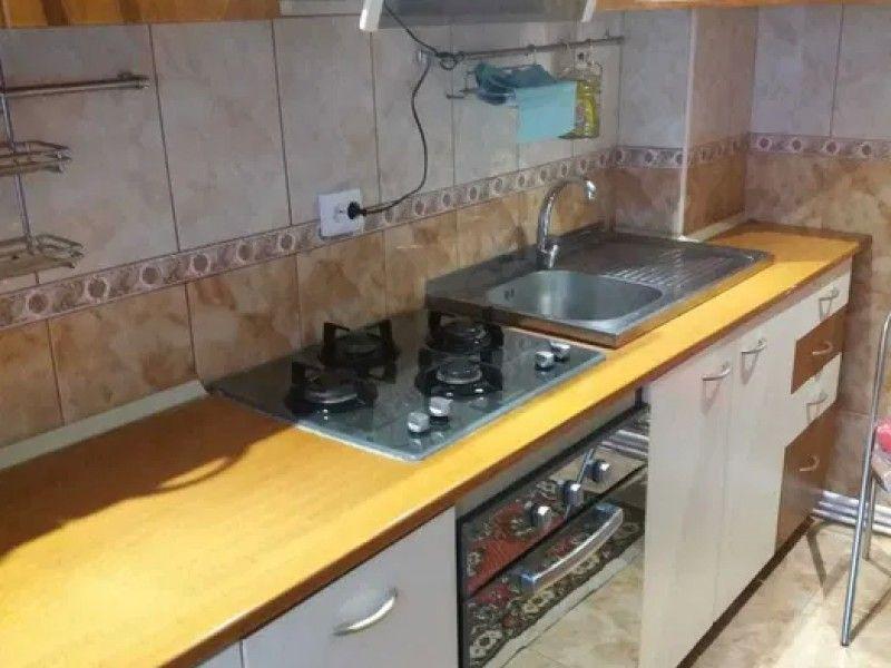 Apartament de vanzare, 3 camere Semidecomandat  Tatarasi -2
