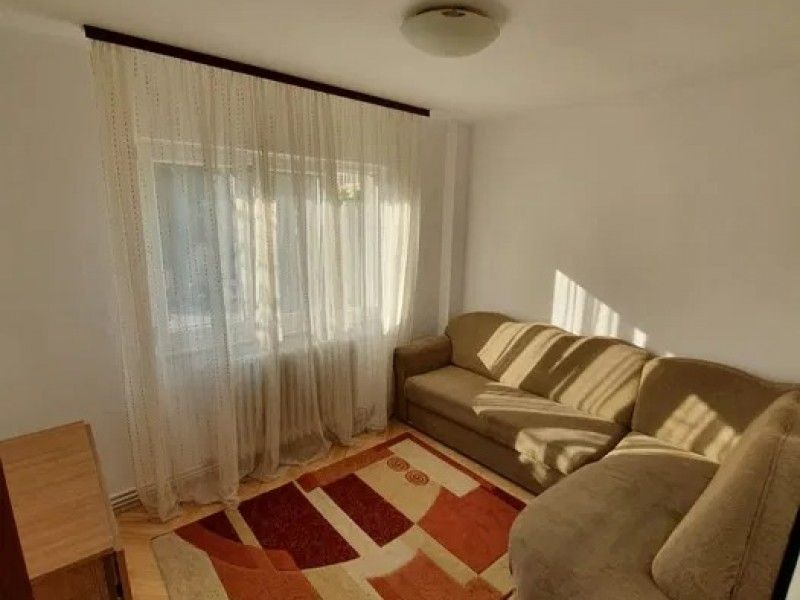 Apartament de vanzare, 4 camere Decomandat  CUG -1