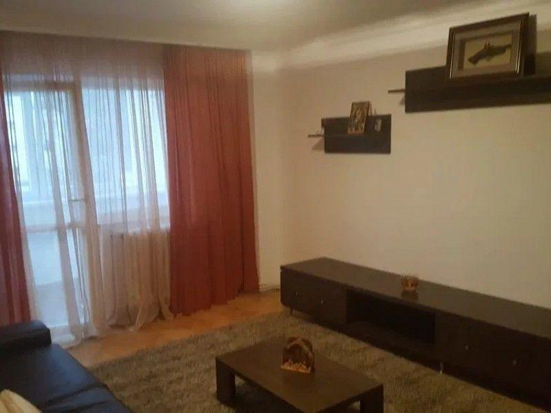 Apartament de vanzare, 4 camere Decomandat  CUG -2