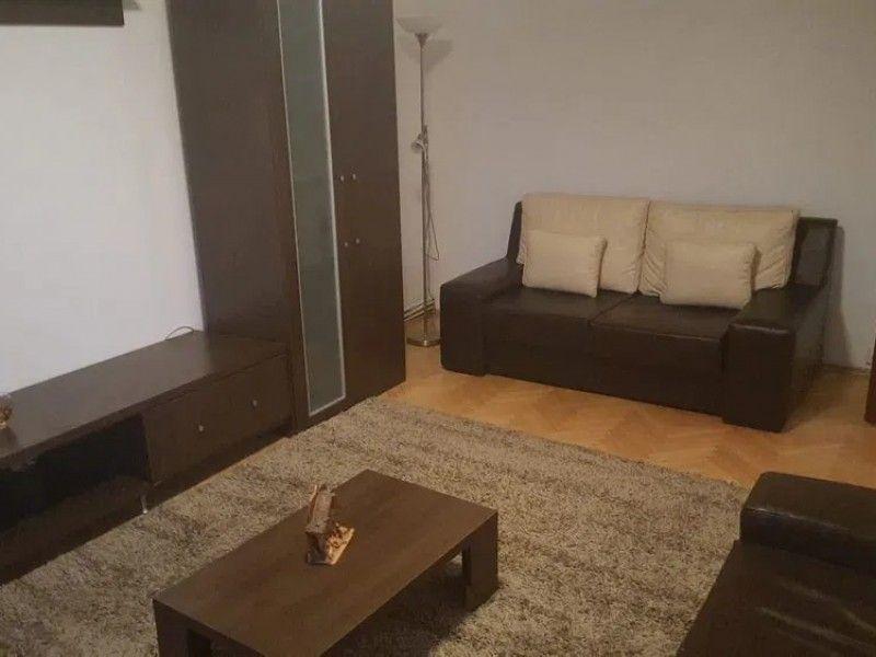 Apartament de vanzare, 4 camere Decomandat  CUG -3