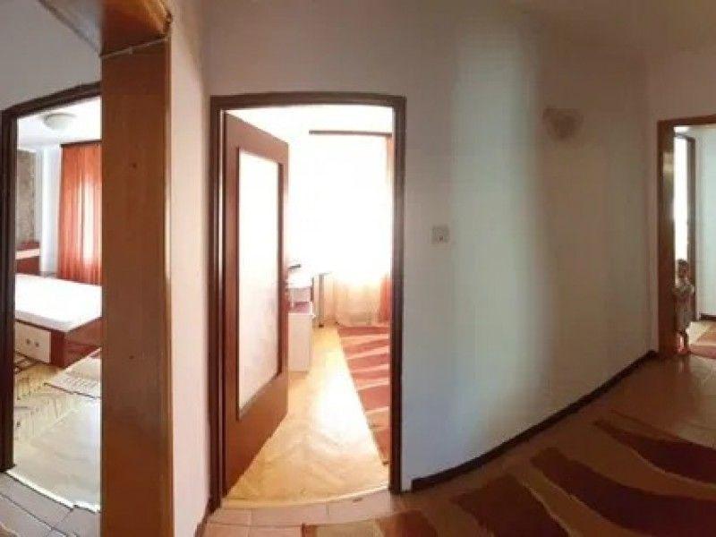 Apartament de vanzare, 4 camere Decomandat  CUG -4