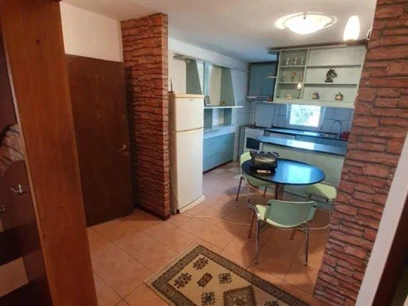 Apartament de vanzare, 4 camere Decomandat  CUG -6