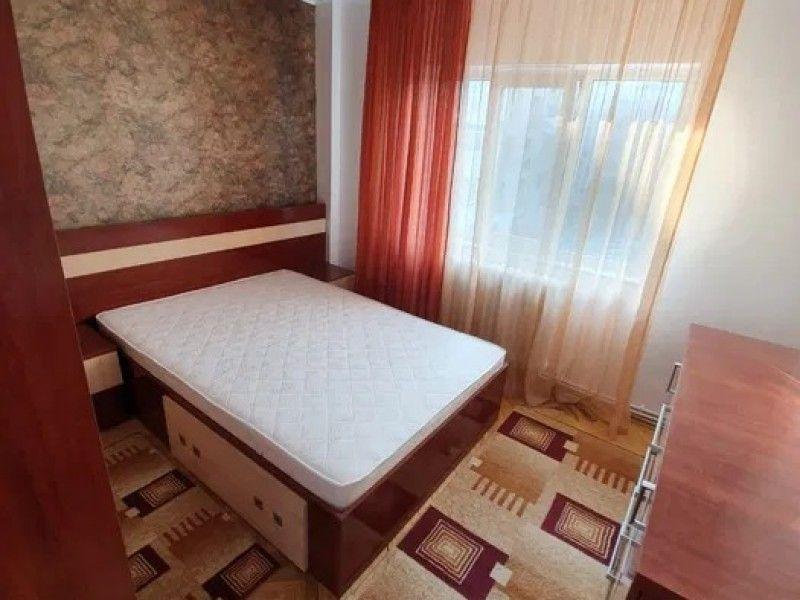 Apartament de vanzare, 4 camere Decomandat  CUG -7