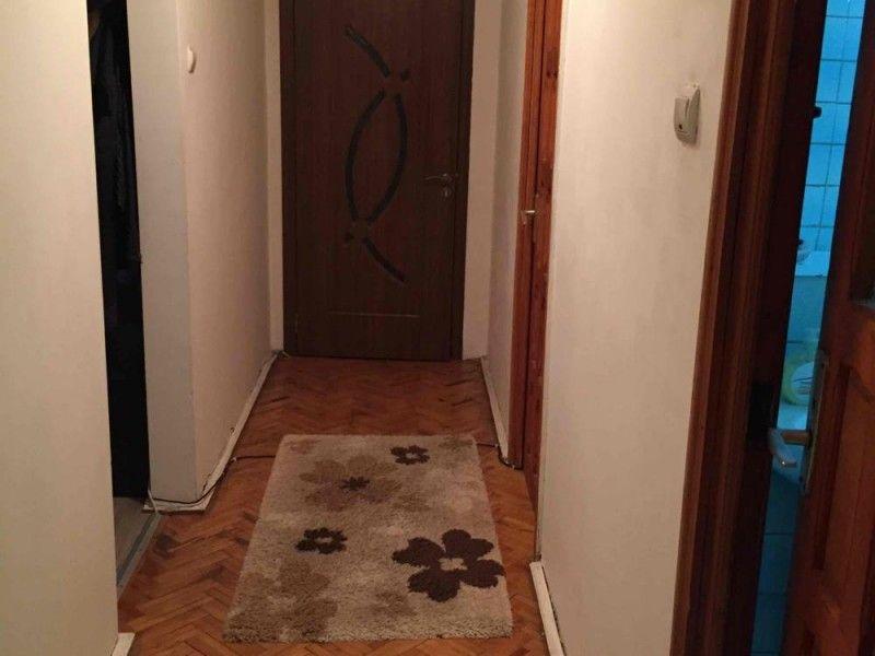 Apartament de vanzare, 4 camere Decomandat  Tatarasi -2