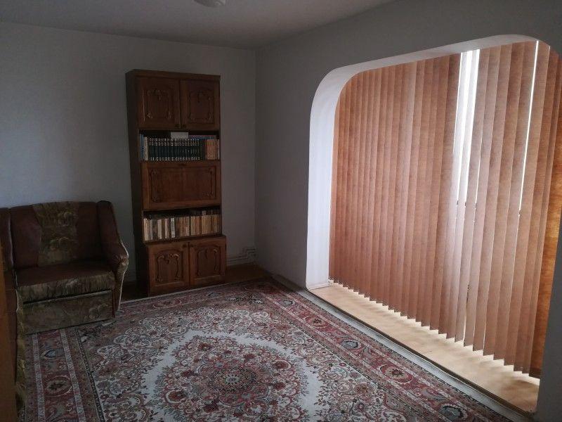Apartament de vanzare, 4 camere Decomandat  Tatarasi -5
