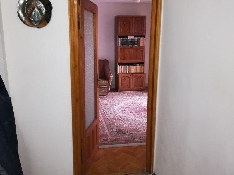 Apartament de vanzare, 4 camere Decomandat  Tatarasi -6