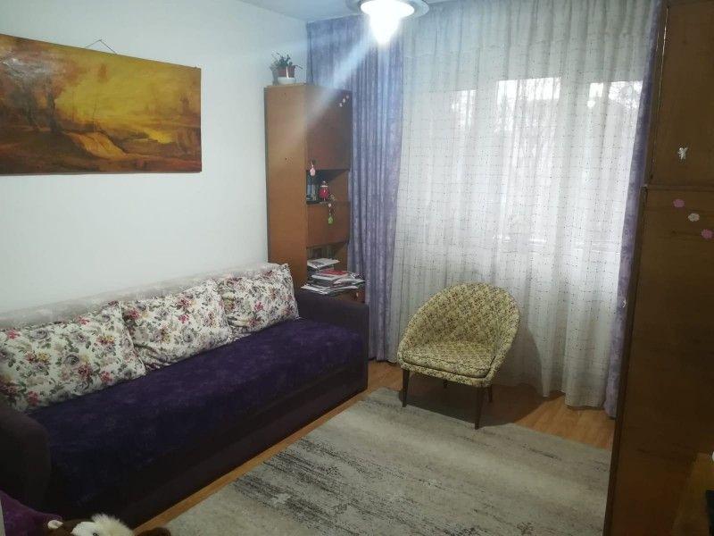 Apartament de vanzare, 4 camere Semidecomandat  Tatarasi -1