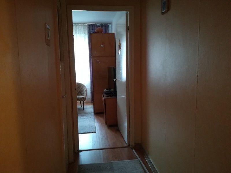 Apartament de vanzare, 4 camere Semidecomandat  Tatarasi -8