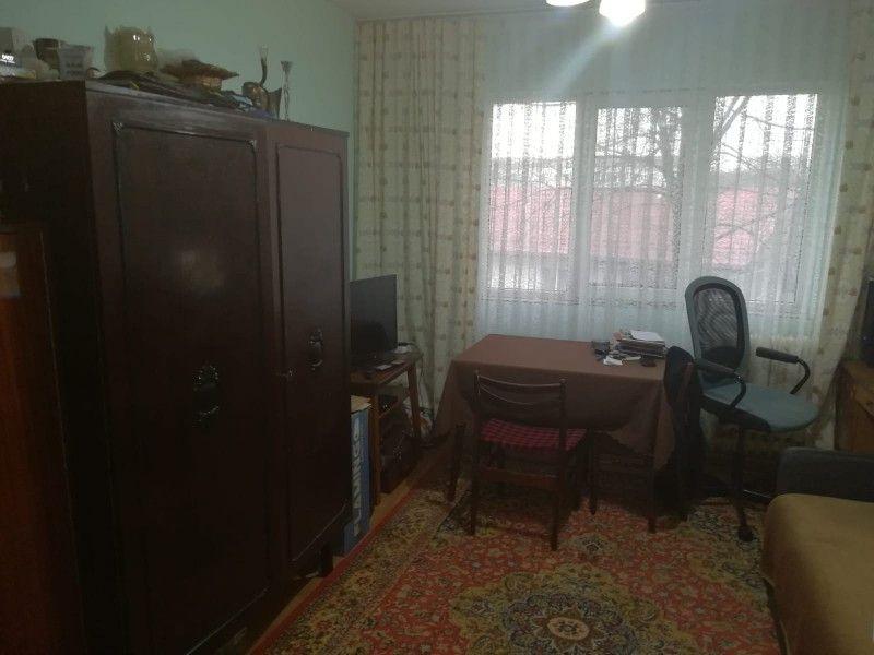 Apartament de vanzare, 4 camere Semidecomandat  Tatarasi -12
