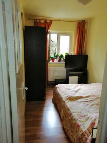 Apartament de vanzare cu 3 camere semidecomandat -1
