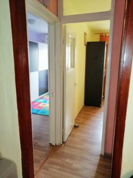 Apartament de vanzare cu 3 camere semidecomandat -2